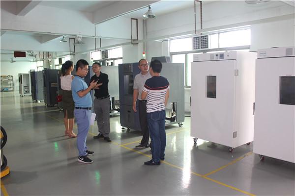9月开学季,台湾客户来厂考察恒温恒湿试验箱!